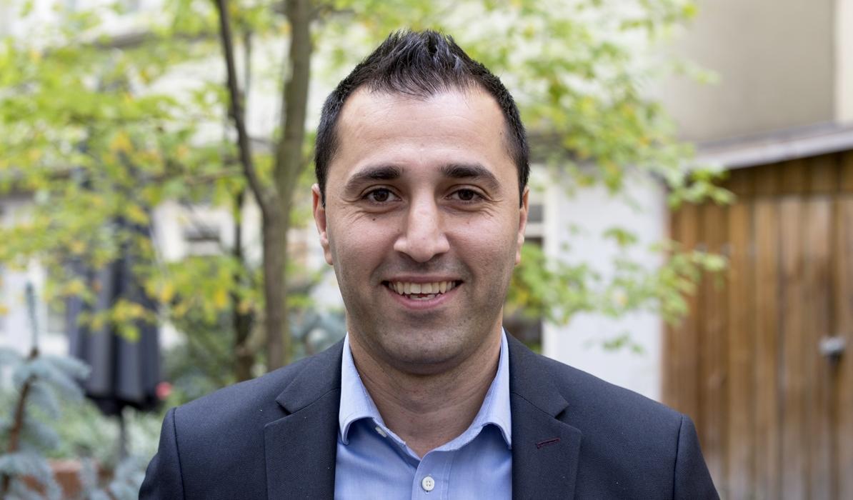 – Vi tror på att satsa krut på ungdomar i våra områden. Kan vi fånga dem i rätt tid kan vi göra mycket större nytta. Ju längre man väntar desto svårare är det att förändra något, säger Reza Yazdi på Rikshem.