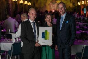 Vd Claes Magnusson, hållbarhetsstrateg Ulrika Broman, och Jacob Landin, projektledare för Energiagenterna tog emot priset till Sisab.