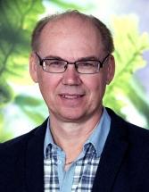 – Det gäller att läsa på och anlita någon som är kunnig på området för att minimera risken för fukt när man tilläggsisolerar vindsbjälklag, säger Tomas Berggren, senior rådgivare inom energieffektivt byggande på Energimyndigheten.